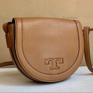 Tory Burch Bags - Tory Burch Serif T Crossbody Saddle Bag